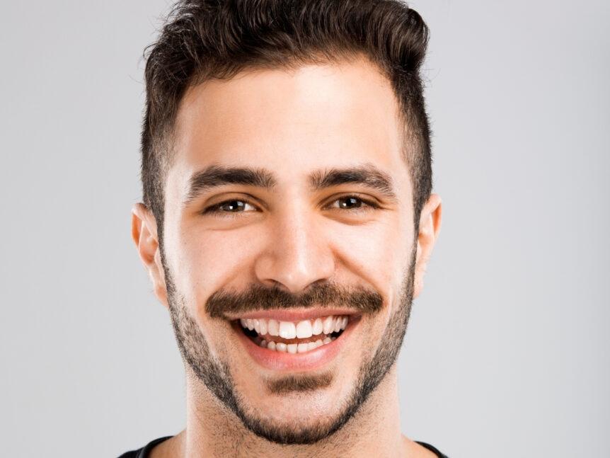 Dientes amarillos: causas, tratamientos y prevención - Clínica Dental en Toledo | AM Odontología