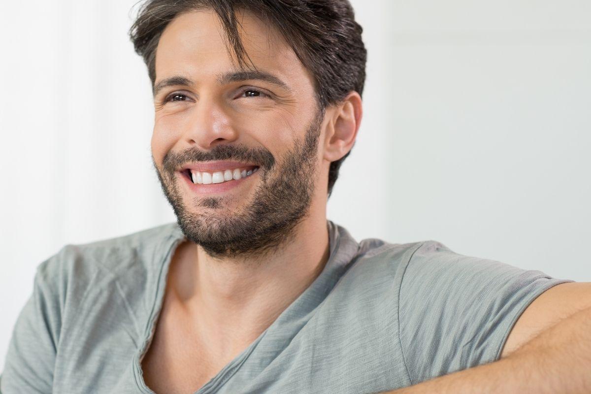 Retracción de encías: ¿por qué sucede? Y ¿cómo puede solucionarse? - Clínica Dental en Toledo | AM Odontología